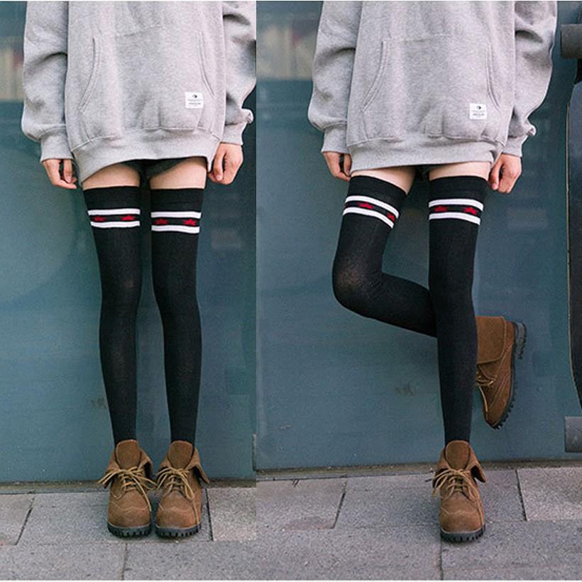 女性の綿のスケートボード腿の高い上膝スポーツソックスロング
