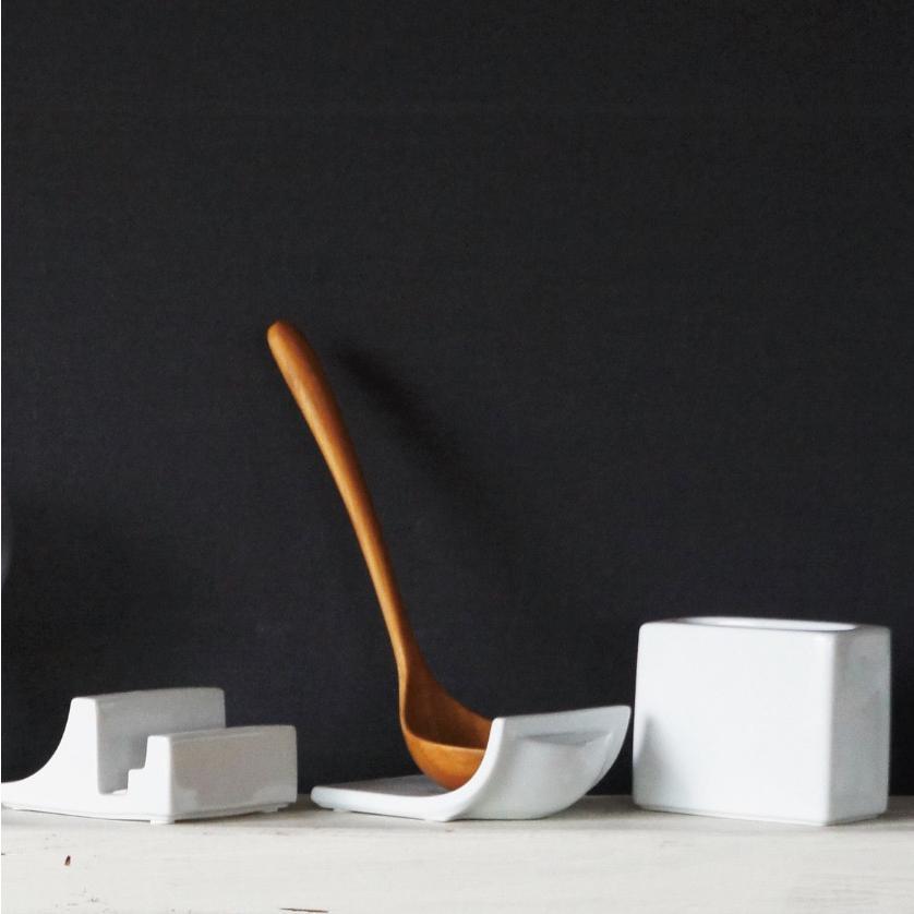 まな板たて 5ml 白磁 かわいい シンプル キッチン収納 まな板スタンド ...