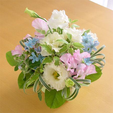 『スタンダード』写真たて付き 季節のお花のお供えアレンジメント  hana-mizuki 02