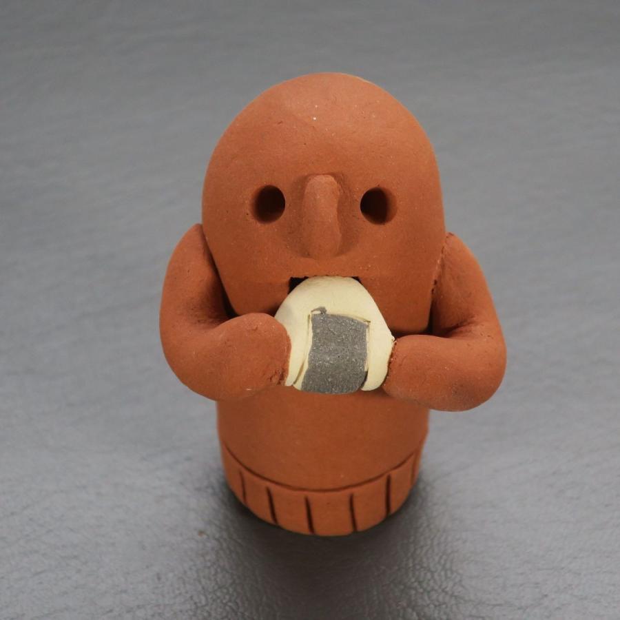 はにわ おにぎり食べてます1 埴輪 オンラインショッピング 陶芸 オリジナル 現代のハニワ 手作り 海外