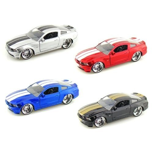 Jada Toys (ジャダトイズ) 2010 Ford (フォード) Mustang (マスタング) GT With Racing Stripes 1/24 Set