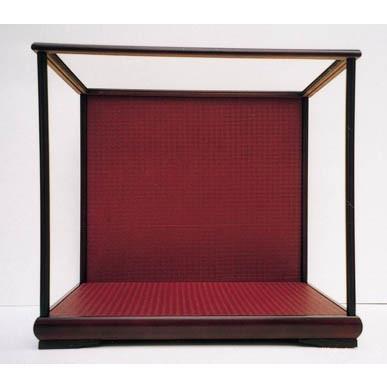 木製人形ケース 幅×奥行=60×50cm 高さ47・50cm バックの色 ワイン色・金色