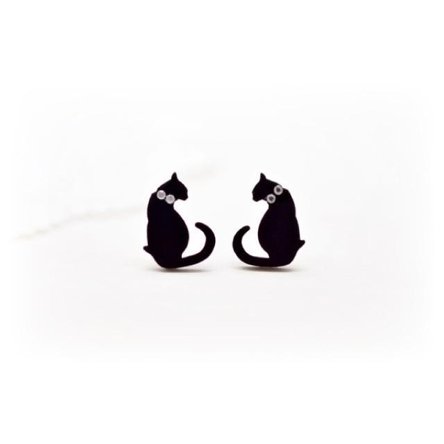 向かい合わせ黒猫のシンプルピアス/イヤリング ハンドメイド おしゃれ 猫 グッズ 雑貨 女性 日本製  バレンタイン ホワイトデー ギフト プレゼント 誕生日 犬屋 inuya
