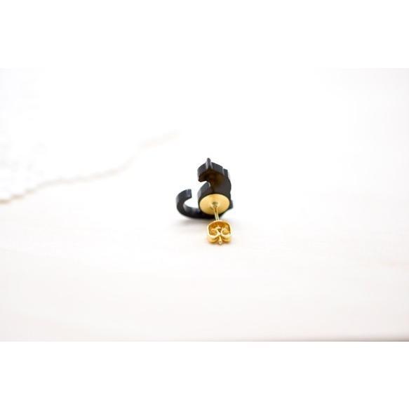向かい合わせ黒猫のシンプルピアス/イヤリング ハンドメイド おしゃれ 猫 グッズ 雑貨 女性 日本製  バレンタイン ホワイトデー ギフト プレゼント 誕生日 犬屋 inuya 02