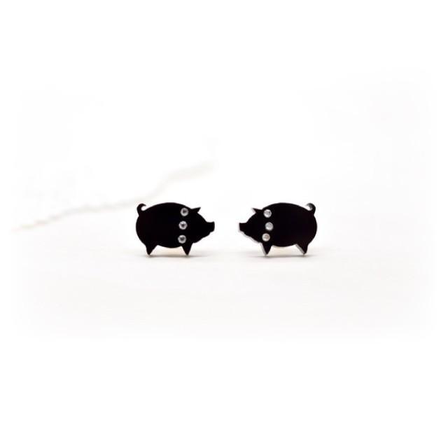 向かい合わせ 子豚ちゃんのシンプルピアス /イヤリング ハンドメイド おしゃれ 猫 グッズ 雑貨 女性 日本製  クリスマス ギフト プレゼント 誕生日 犬屋|inuya