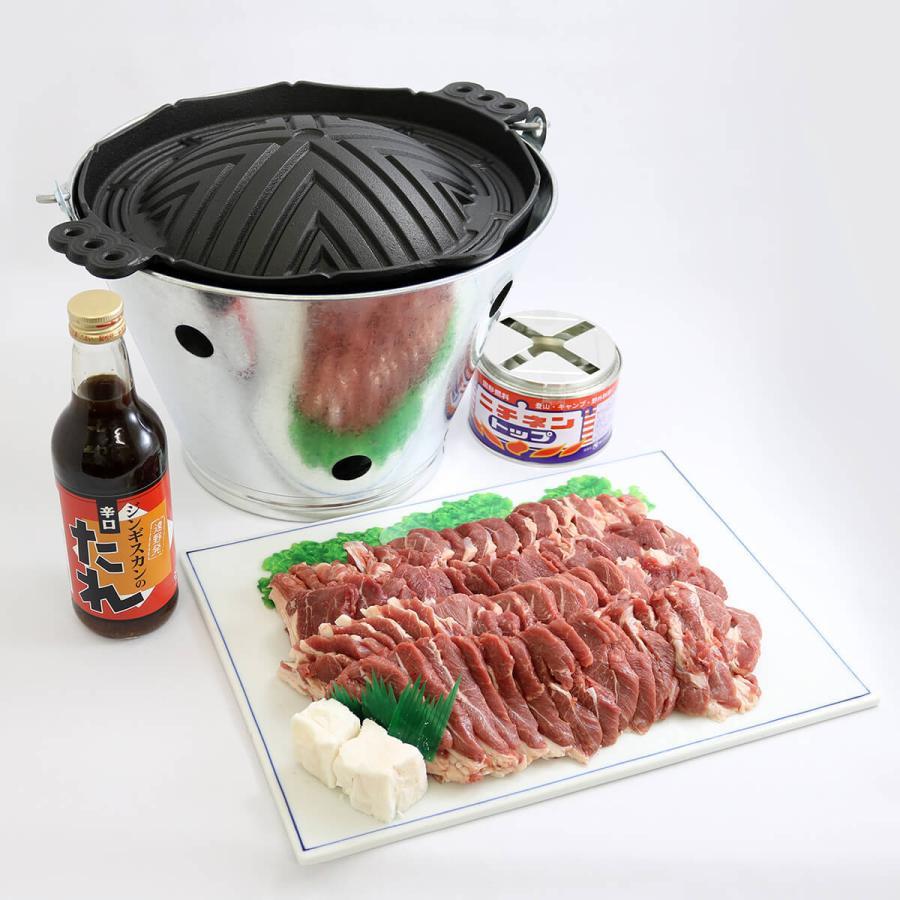 遠野ジンギスカンBセット(南部鉄器のジンギスカン鍋・ラム肩肉1kg・オリジナルタレ・ジンギスカンバケツ・固形燃料)|kikuko-store