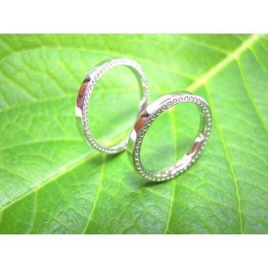 プラチナ 結婚指輪【本物の鍛造】指輪の側面にミル打ち!細めで華奢な平打ちデザインが素敵!|kouki