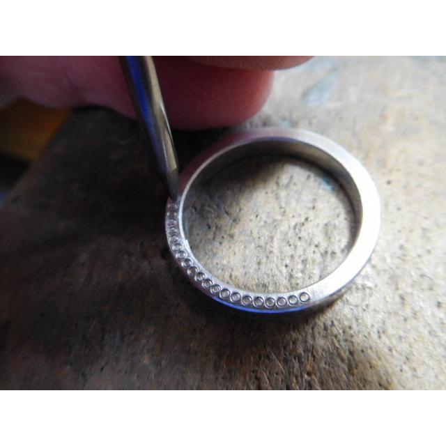 プラチナ 結婚指輪【本物の鍛造】指輪の側面にミル打ち!細めで華奢な平打ちデザインが素敵!|kouki|18
