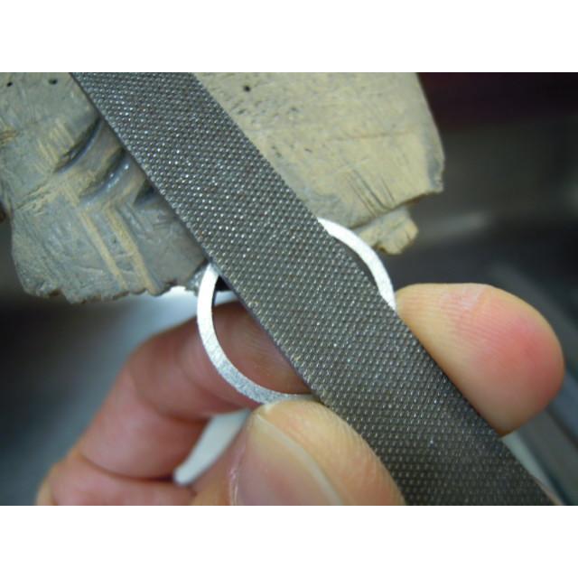 プラチナ 結婚指輪【本物の鍛造】ミル打ちが斜めに流れる躍動感のあるデザイン!指輪の3ヵ所に流れるミル打ち|kouki|18