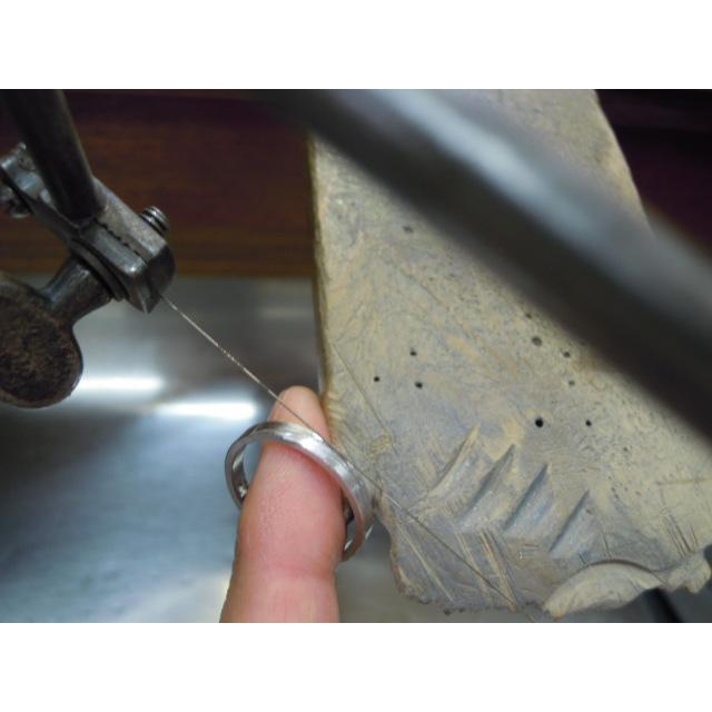 プラチナ 結婚指輪【本物の鍛造】ミル打ちが斜めに流れる躍動感のあるデザイン!指輪の3ヵ所に流れるミル打ち|kouki|19