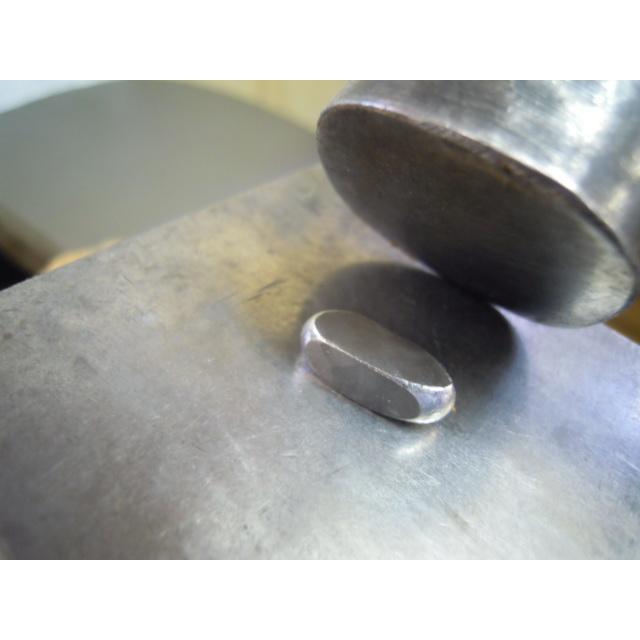 プラチナ 結婚指輪【本物の鍛造】ミル打ちが斜めに流れる躍動感のあるデザイン!指輪の3ヵ所に流れるミル打ち|kouki|08