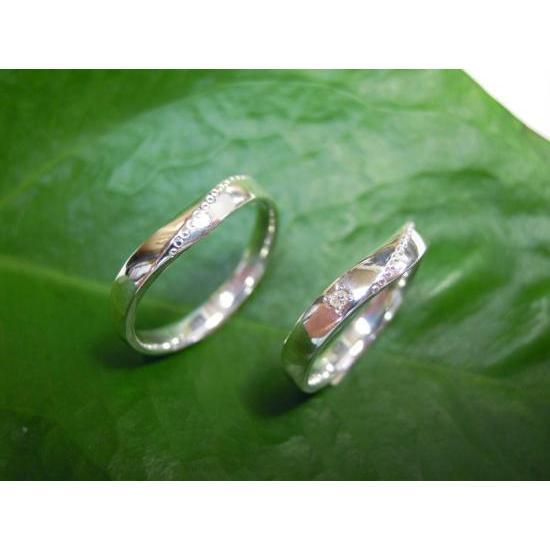 プラチナ 結婚指輪【本物の鍛造】緩やかなV字が優しい!ラインに沿って曲線のミル打ちがお洒落!|kouki