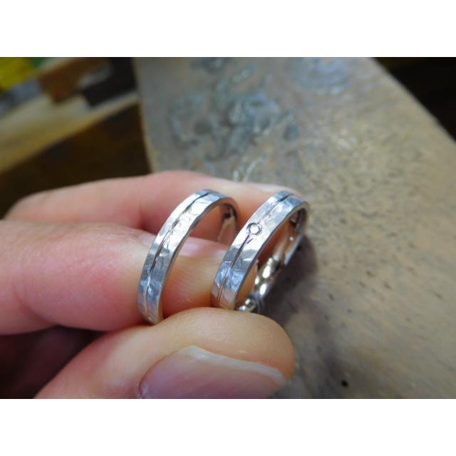 プラチナ 結婚指輪【本物の鍛造】艶消しの打ち出し槌目が純白で美しい!3ミリ幅&女性用にダイヤ入り|kouki|03