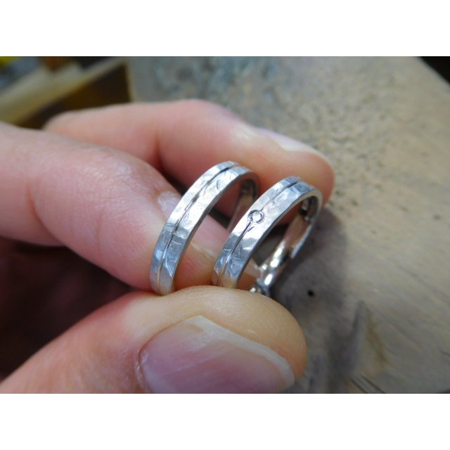 プラチナ 結婚指輪【本物の鍛造】艶消しの打ち出し槌目が純白で美しい!3ミリ幅&女性用にダイヤ入り|kouki|07
