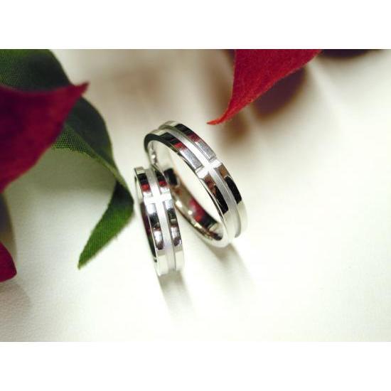プラチナ 結婚指輪【本物の鍛造】白いクロスが神秘的で美しい!艶消し&光沢のコンビでクロスが映える!|kouki