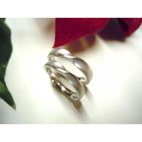 プラチナ 結婚指輪【本物の鍛造】艶消しのメビウスリングが美しい!メビウスのラインのみ光沢で魅了|kouki