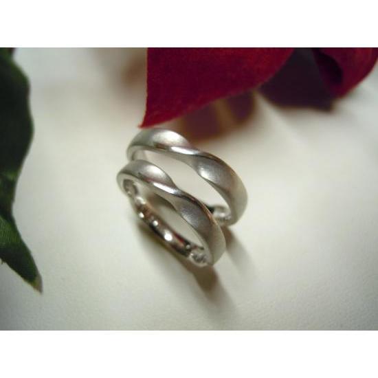 プラチナ 結婚指輪【本物の鍛造】艶消しのメビウスリングが美しい!メビウスのラインのみ光沢で魅了|kouki|05