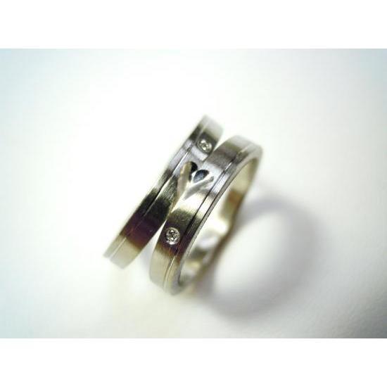 プラチナ 結婚指輪【本物の鍛造】可愛いより格好いいハートのデザイン!荒仕上げの平打ちにハートが映える!|kouki|02