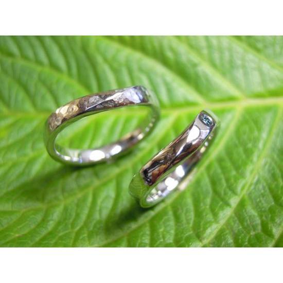 プラチナ 結婚指輪【本物の鍛造】緩やかなV字デザインで最高の着け心地!男性用は槌目&女性用はダイヤ入り kouki
