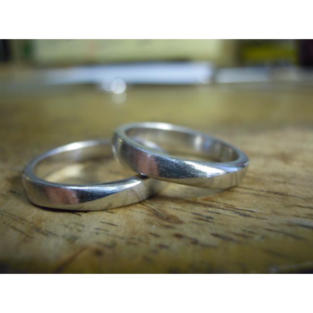 プラチナ 結婚指輪【本物の鍛造】緩やかなV字デザインで最高の着け心地!男性用は槌目&女性用はダイヤ入り kouki 21