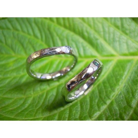 プラチナ 結婚指輪【本物の鍛造】緩やかなV字デザインで最高の着け心地!男性用は槌目&女性用はダイヤ入り kouki 04