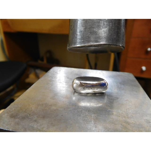 プラチナ 結婚指輪【本物の鍛造】緩やかなV字デザインで最高の着け心地!男性用は槌目&女性用はダイヤ入り kouki 07