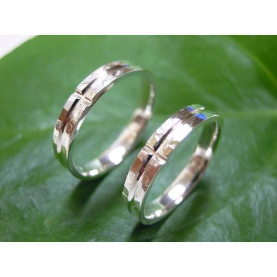 プラチナ 結婚指輪【本物の鍛造】打ち出した光沢の槌目リングに丸溝の優しいクロスが映える!|kouki