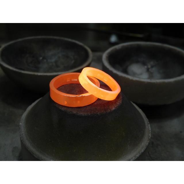 プラチナ 結婚指輪【本物の鍛造】打ち出した光沢の槌目リングに丸溝の優しいクロスが映える!|kouki|18