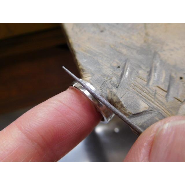 プラチナ 結婚指輪【本物の鍛造】打ち出した光沢の槌目リングに丸溝の優しいクロスが映える!|kouki|20