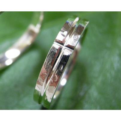 プラチナ 結婚指輪【本物の鍛造】打ち出した光沢の槌目リングに丸溝の優しいクロスが映える!|kouki|04