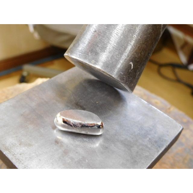 プラチナ 結婚指輪【本物の鍛造】打ち出した光沢の槌目リングに丸溝の優しいクロスが映える!|kouki|08