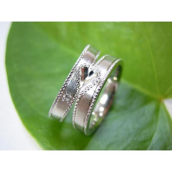プラチナ 結婚指輪【本物の鍛造】豪華なミル打ち!艶消しの平打ちリング&ミル打ちに囲まれたハートが可愛い|kouki