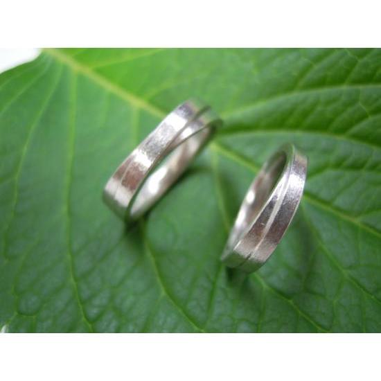 プラチナ 結婚指輪【本物の鍛造】2連の細い平打ちリングが重なる!彫金技術を駆使した荒仕上げの二連デザイン kouki