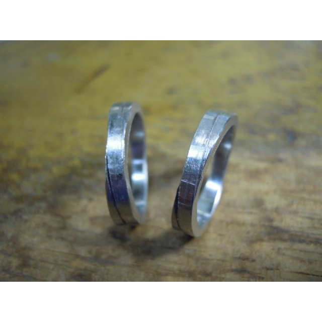 プラチナ 結婚指輪【本物の鍛造】2連の細い平打ちリングが重なる!彫金技術を駆使した荒仕上げの二連デザイン kouki 18