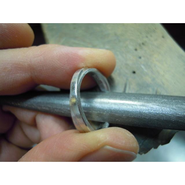 プラチナ 結婚指輪【本物の鍛造】2連の細い平打ちリングが重なる!彫金技術を駆使した荒仕上げの二連デザイン kouki 21