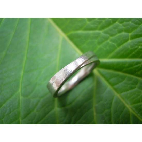 プラチナ 結婚指輪【本物の鍛造】2連の細い平打ちリングが重なる!彫金技術を駆使した荒仕上げの二連デザイン kouki 04