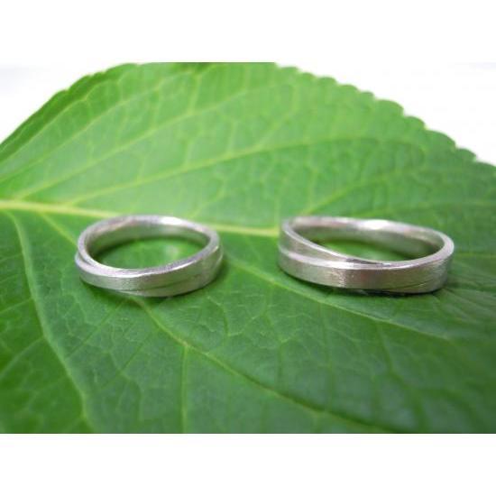 プラチナ 結婚指輪【本物の鍛造】2連の細い平打ちリングが重なる!彫金技術を駆使した荒仕上げの二連デザイン kouki 05