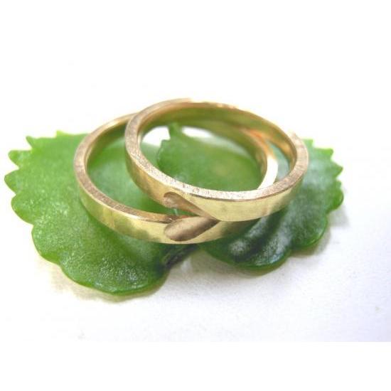 ゴールド 結婚指輪【本物の鍛造】浅めの槌目が繊細で美しい!艶消し平打ちデザインにハート彫り|kouki
