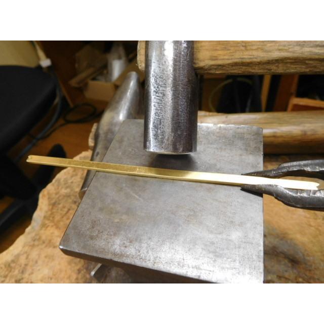 ゴールド 結婚指輪【本物の鍛造】浅めの槌目が繊細で美しい!艶消し平打ちデザインにハート彫り|kouki|11
