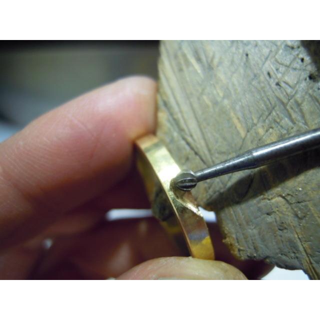 ゴールド 結婚指輪【本物の鍛造】浅めの槌目が繊細で美しい!艶消し平打ちデザインにハート彫り|kouki|19