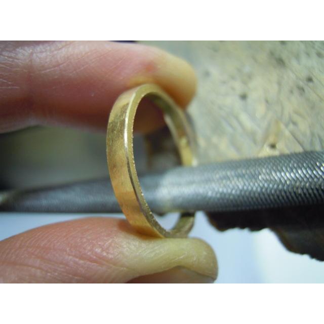 ゴールド 結婚指輪【本物の鍛造】浅めの槌目が繊細で美しい!艶消し平打ちデザインにハート彫り|kouki|20