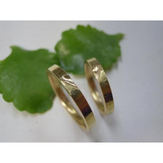 ゴールド 結婚指輪【本物の鍛造】浅めの槌目が繊細で美しい!艶消し平打ちデザインにハート彫り|kouki|04