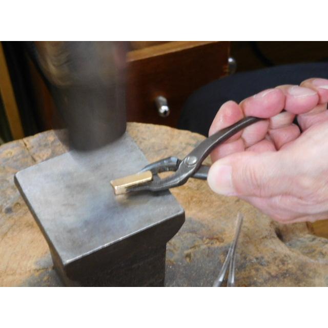 ゴールド 結婚指輪【本物の鍛造】浅めの槌目が繊細で美しい!艶消し平打ちデザインにハート彫り|kouki|08