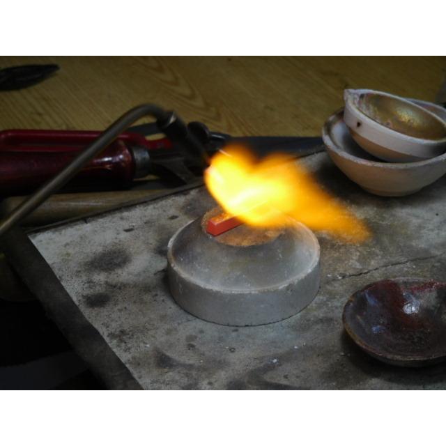 ゴールド 結婚指輪【本物の鍛造】浅めの槌目が繊細で美しい!艶消し平打ちデザインにハート彫り|kouki|09