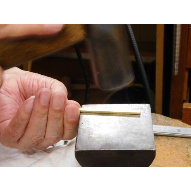 ゴールド 結婚指輪【本物の鍛造】浅めの槌目が繊細で美しい!艶消し平打ちデザインにハート彫り|kouki|10