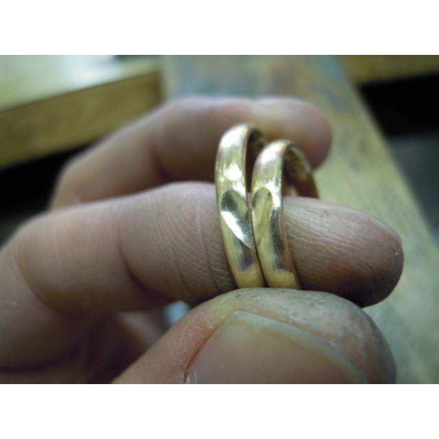 ゴールド 結婚指輪【本物の鍛造】k18荒仕上げのシンプルな甲丸リングにハート&内甲丸で最高の着け心地! kouki 21