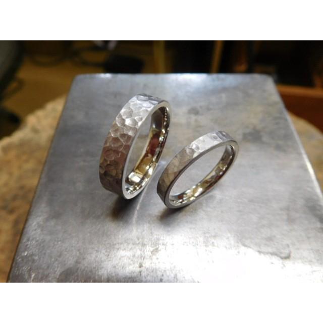 プラチナ 結婚指輪【本物の鍛造】平打ちに深い艶消しの槌目が美しい! 男性5ミリ幅 女性3ミリ幅 kouki