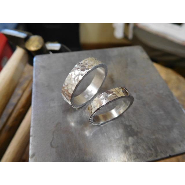プラチナ 結婚指輪【本物の鍛造】平打ちに深い艶消しの槌目が美しい! 男性5ミリ幅 女性3ミリ幅 kouki 19