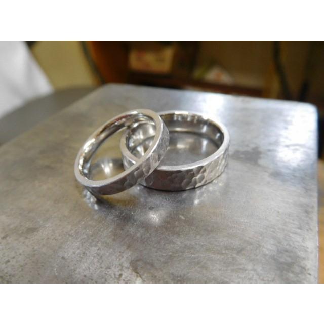 プラチナ 結婚指輪【本物の鍛造】平打ちに深い艶消しの槌目が美しい! 男性5ミリ幅 女性3ミリ幅 kouki 03