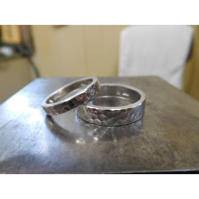 プラチナ 結婚指輪【本物の鍛造】平打ちに深い艶消しの槌目が美しい! 男性5ミリ幅 女性3ミリ幅 kouki 21